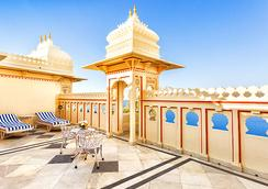 Shiv Niwas Palace By Hrh Group Of Hotels - Udaipur - Balcony