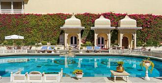 Shiv Niwas Palace By Hrh Group Of Hotels - Udaipur - Πισίνα