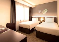Holiday Inn & Suites Shin Osaka - Осака - Bedroom