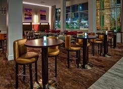 Courtyard by Marriott Kansas City Downtown/Convention Center - Kansas City - Restaurant