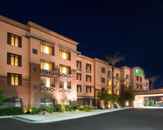 Holiday Inn & Suites Goodyear - West Phoenix Area - Goodyear - Gebäude