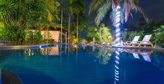 Majestic Hostel - Ko Pha Ngan - בריכה