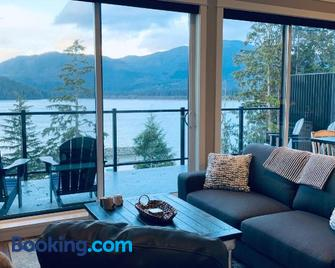 Port Renfrew Vacation Rentals - Port Renfrew - Living room
