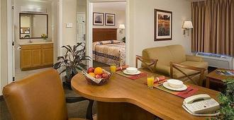 Candlewood Suites Baytown - בייטאון - חדר אוכל