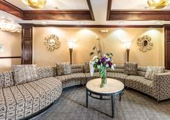 Red Lion Inn & Suites Mineral Wells - Mineral Wells - Lounge