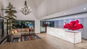 Best Western Plus Las Brisas Hotel - Palm Springs - Receptionist