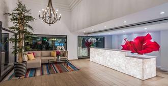 Best Western Plus Las Brisas Hotel - פאלם ספירנגס - דלפק קבלה