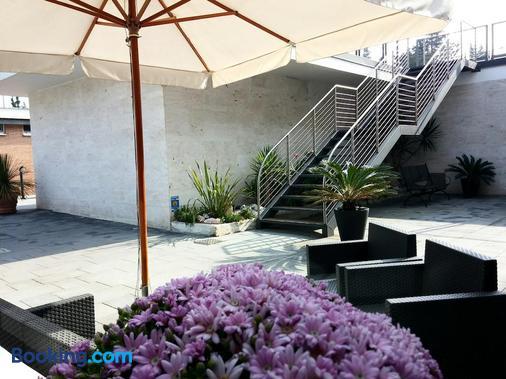 Garden Hotel - Latina - Building