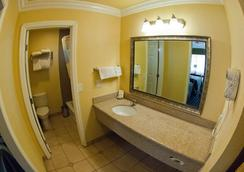 Deer Haven Inn - Pacific Grove - Bathroom