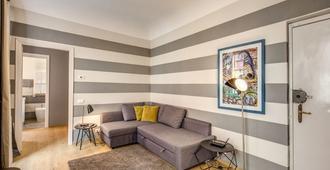 آي ريمي ديل بريون - لا سبيزيا - غرفة معيشة