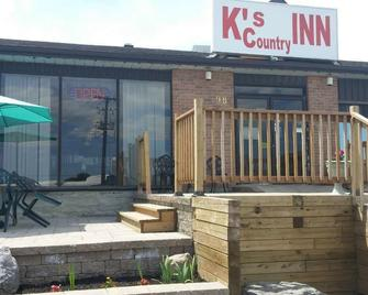 KC's Country Inn - Vars - Building