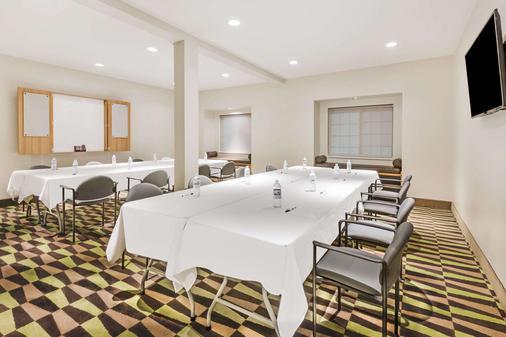Microtel Inn & Suites by Wyndham Beaver Falls - Beaver Falls - Meetingraum