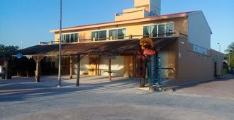 Maha Suites and Hostel - Majahual - Building