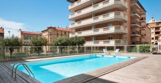 Aparthotel Adagio access Nice Magnan - ניס - בריכה