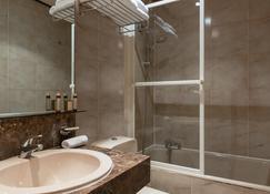 Neuilly Park Hotel - Neuilly-sur-Seine - Bathroom