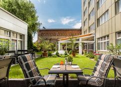 Best Western Plus Delta Park Hotel - Мангайм - Patio