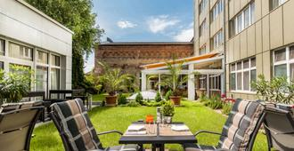 Best Western Plus Delta Park Hotel - Mannheim - Patio