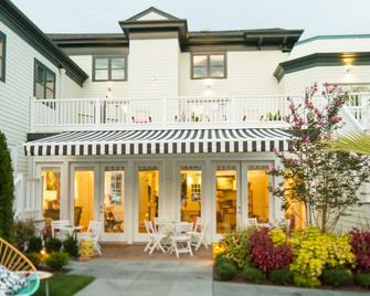 The Gallery Hotel - Greenport - Building