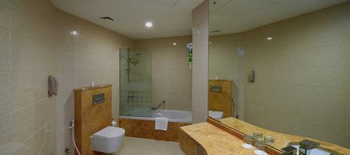 Ghaya Grand Hotel - Dubai - Bathroom