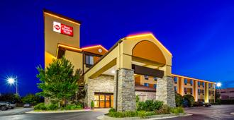 Best Western Plus Woodland Hills Hotel & Suites - Tulsa - Building