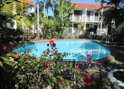 Tower Court Motel - Hervey Bay - Zwembad