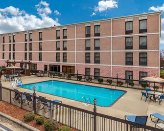 Comfort Inn & Suites Lake Norman - Cornelius - Building