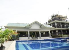 Villa Esmeralda Bryan's Resort Hotel and Restaurant - Rizal - Piscina