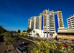 Jack & Newell Holiday Apartments - Cairns - Building