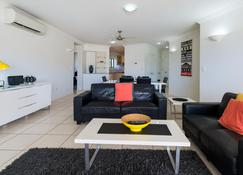 Jack & Newell Holiday Apartments - Cairns - Pool