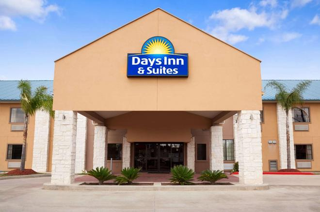 Days Inn & Suites by Wyndham Conroe North - Conroe - Building