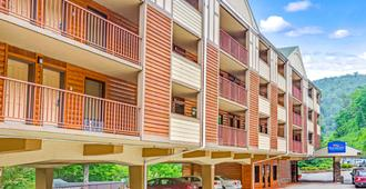 Baymont Inn & Suites Gatlinburg On The River - Гатлинберг - Здание