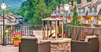 Baymont Inn & Suites Gatlinburg On The River - Gatlinburg - Balcony