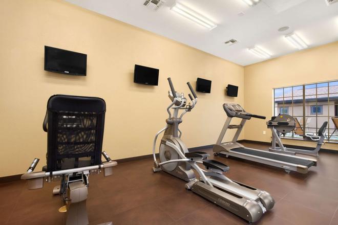 Microtel Inn & Suites by Wyndham Round Rock - Round Rock - Gym