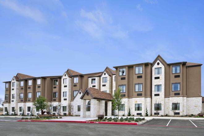 Microtel Inn & Suites by Wyndham Round Rock - Round Rock - Building