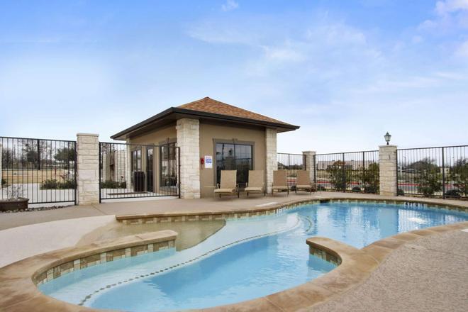 Microtel Inn & Suites by Wyndham Round Rock - Round Rock - Pool