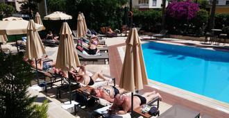 Prince Apart Hotel - אלניה