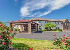 Comfort Inn & Suites - West Springfield - Building
