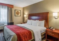 Comfort Inn & Suites - West Springfield - Bedroom