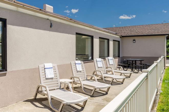 Comfort Inn & Suites - West Springfield - Balcony