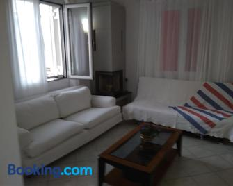 The Country House in Amarynthos - Amárynthos - Living room