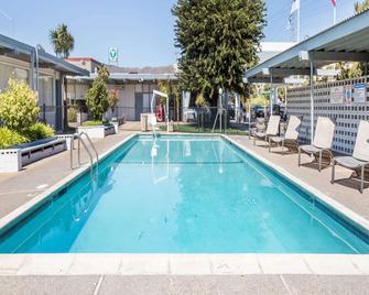 Travelodge by Wyndham San Francisco Airport North - South San Francisco - Pool