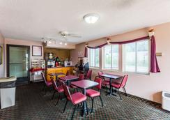 Econo Lodge - Lincoln - Restaurant