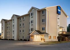 Travelodge by Wyndham McAlester - McAlester - Building