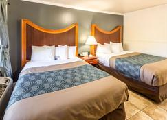 Econo Lodge Inn and Suites Heavenly Village Area - South Lake Tahoe - Bedroom