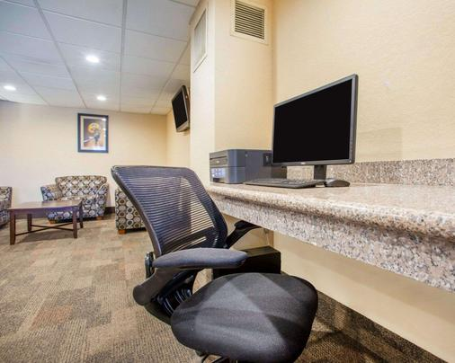 Quality Inn Stadium Area - Green Bay - Business Center