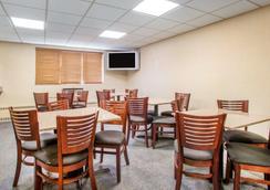 Quality Inn Stadium Area - Green Bay - Restaurant