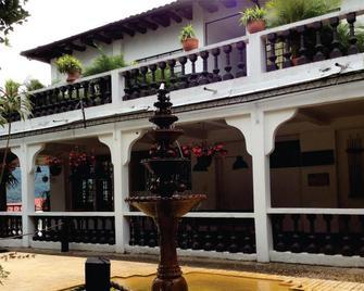 Finca Hotel Paraiso Terrenal - La Mesa - Building