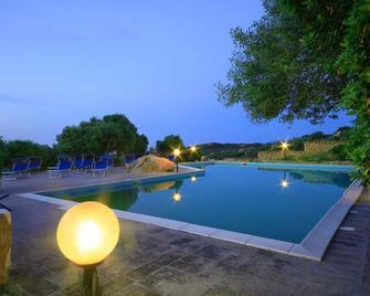 Hotel Micalosu - Cannigione - Басейн