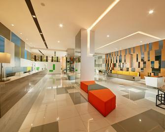 Holiday Inn Express Leshan City Square - Leshan - Лоббі