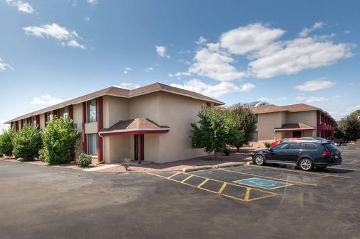 AmericInn by Wyndham La Crosse Riverfront Conference Center - La Crosse - Building